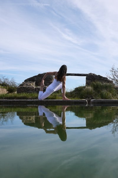 Opale in eka pada rajakapotasana 2 Hatha Yoga Ibiza 1