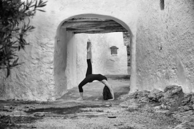 Opale in eka pada urdhva dhanurasana in Ibiza black white by Gato Suarez