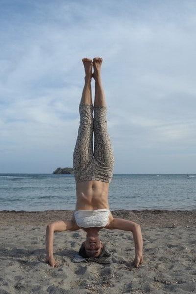Opale in sirsasana 2 Ashtanga Yoga Ibiza