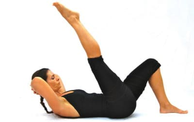 Chest lift 1 leg up down B Opale Pilates Ibiza
